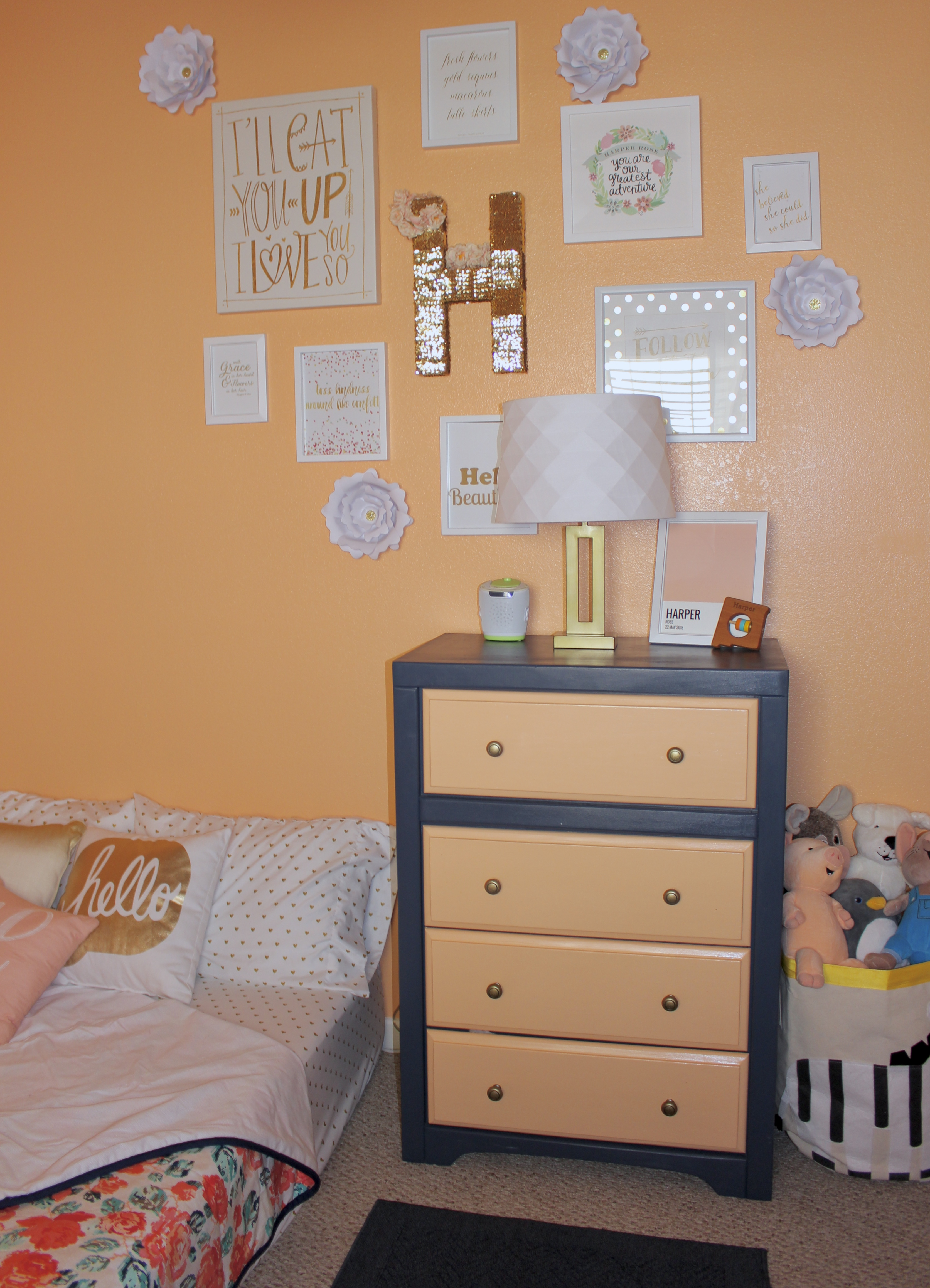 toddler-room-gallery-wall