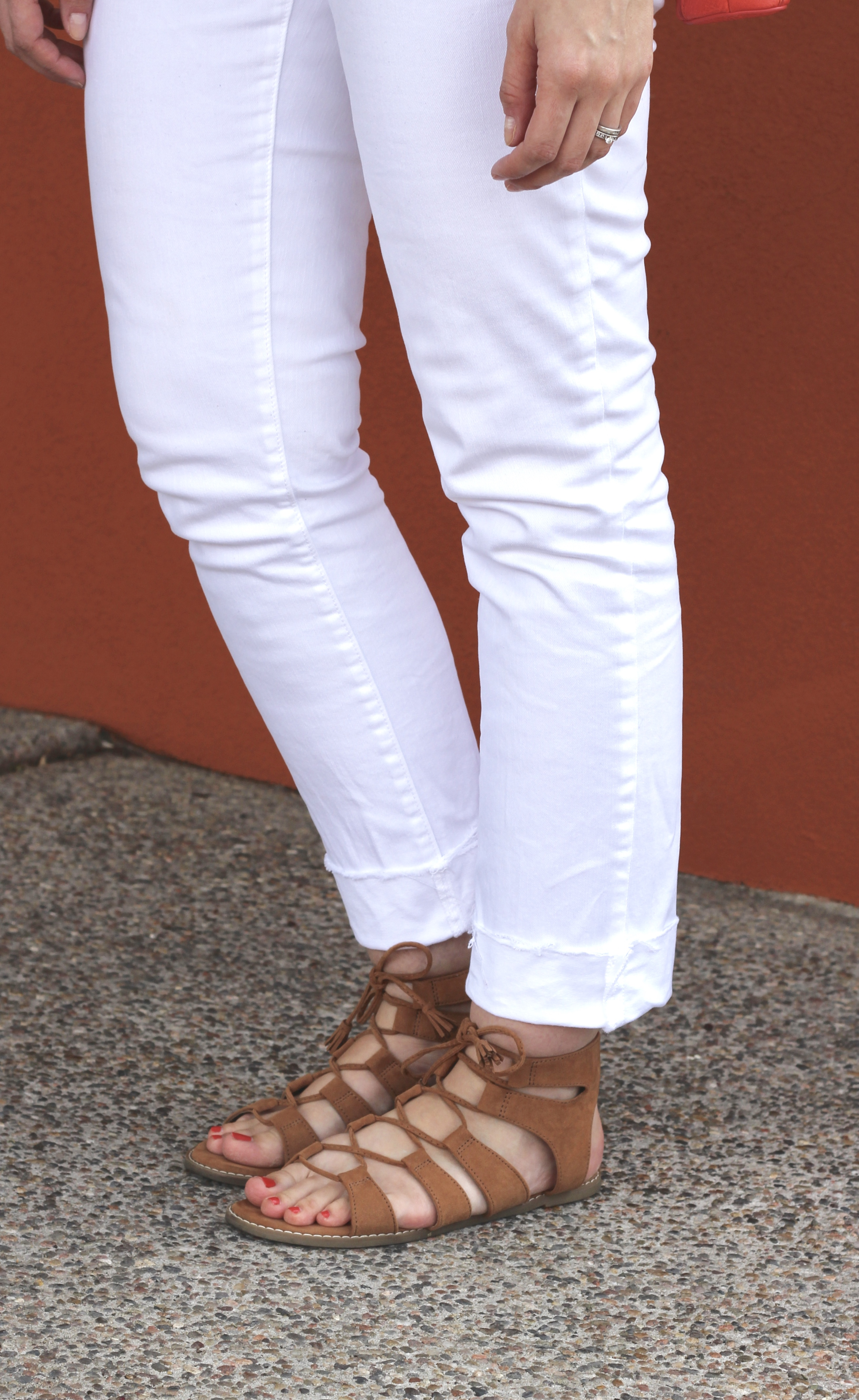 frayed cuff white jeans