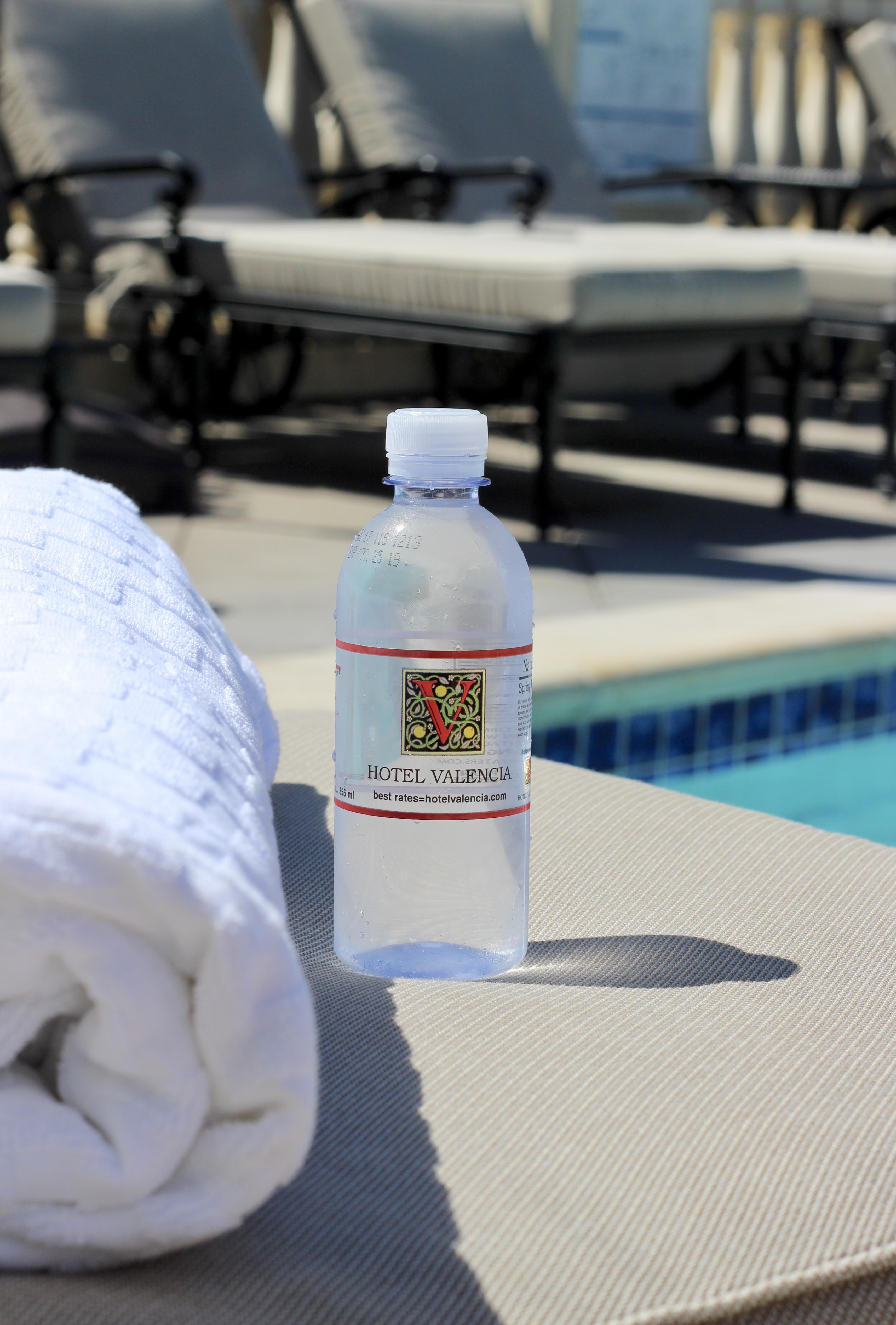 hotel valencia pool
