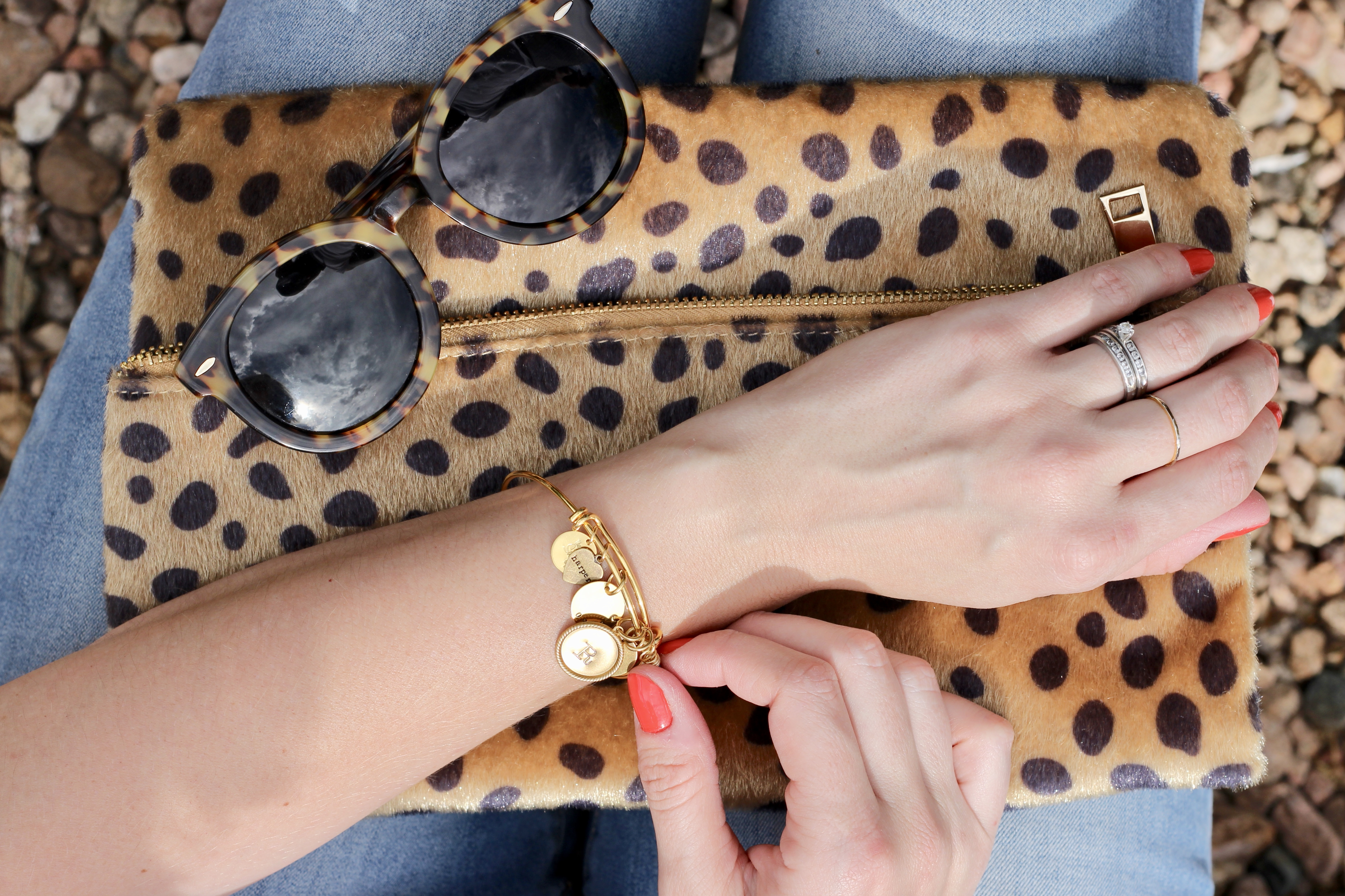 5 basic accessories every woman needs
