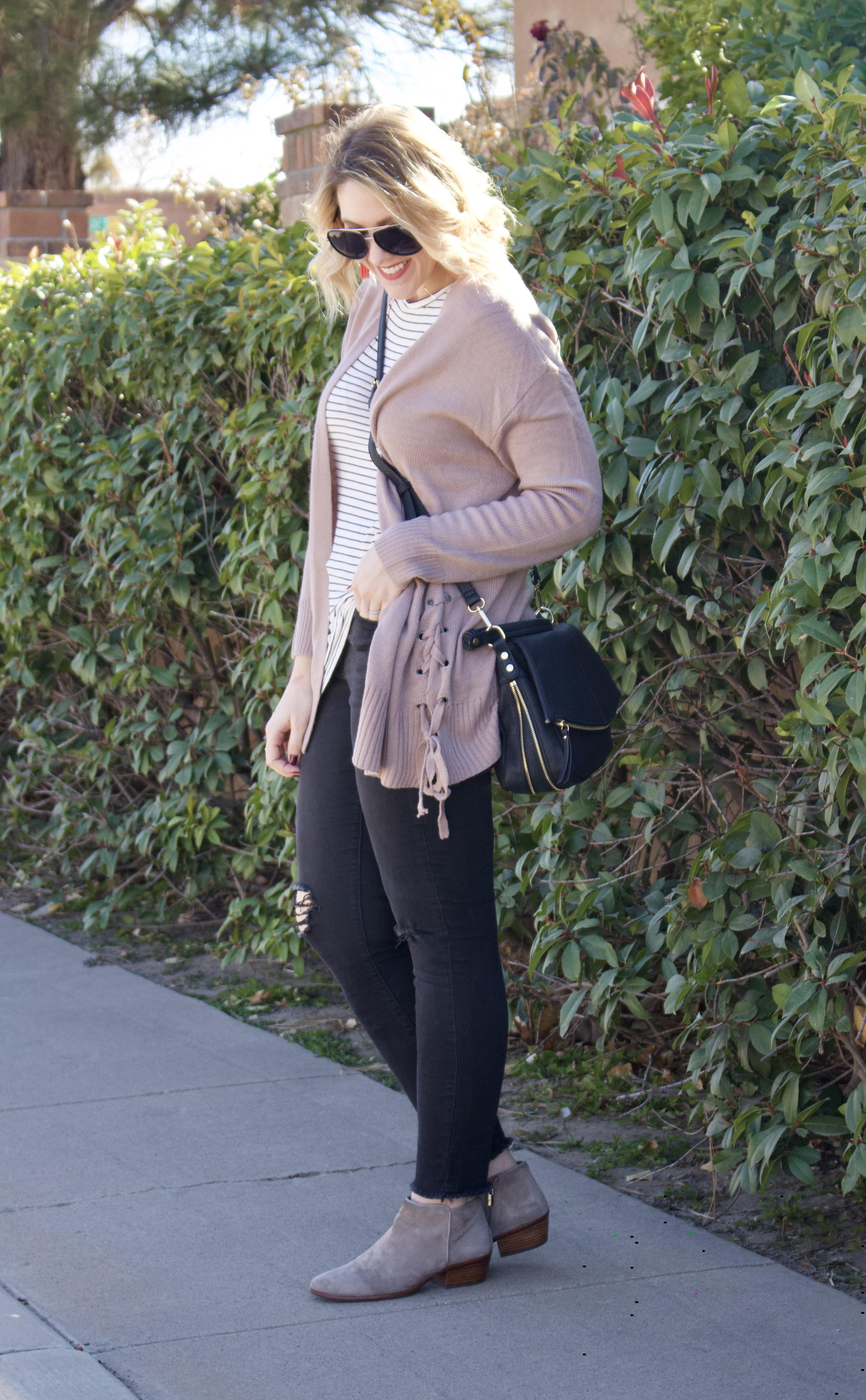 easy winter layered look #momstyle #winteroutfitideas #winterstyle