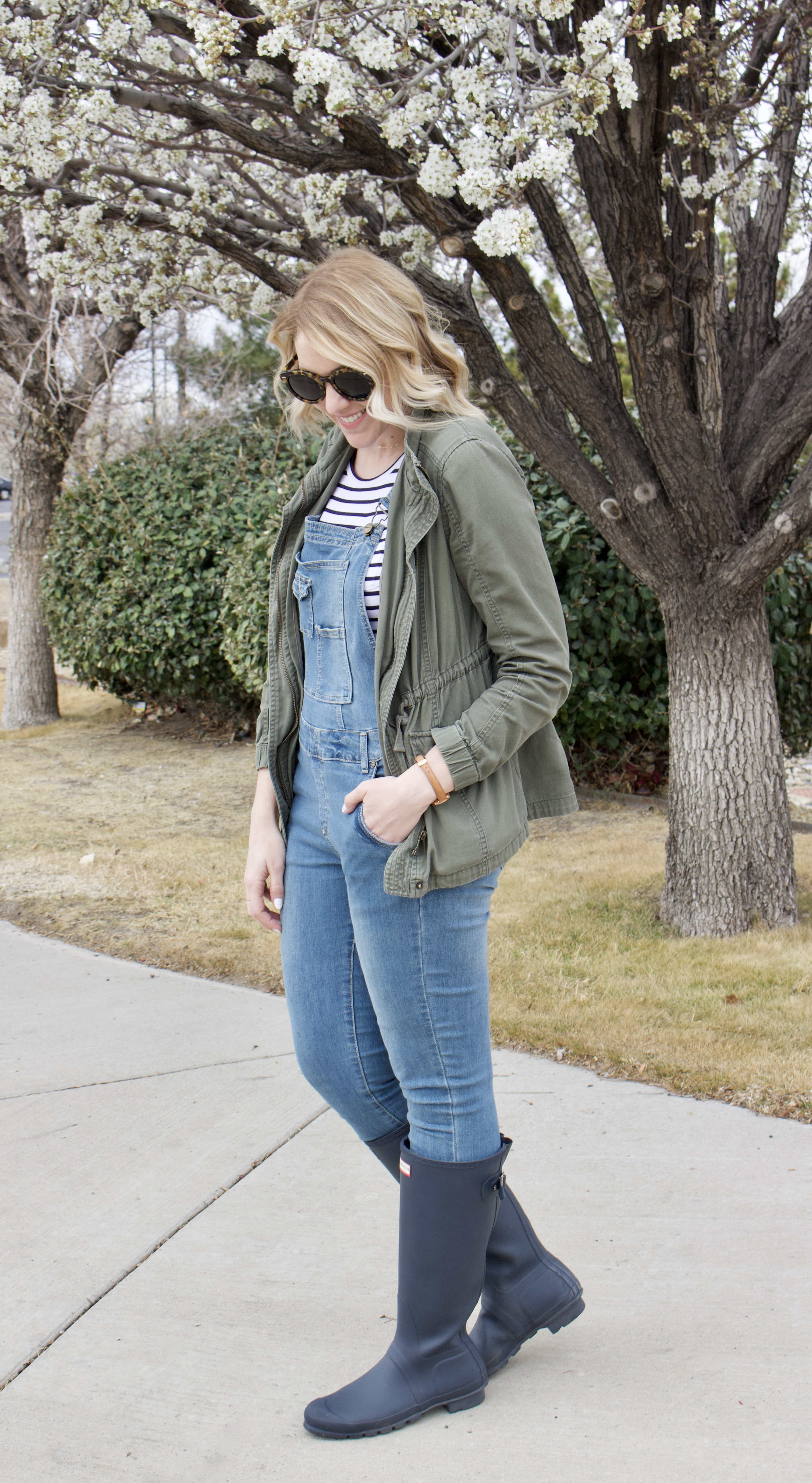 mom style overalls outfit #momstyle #hunterboots #overalls