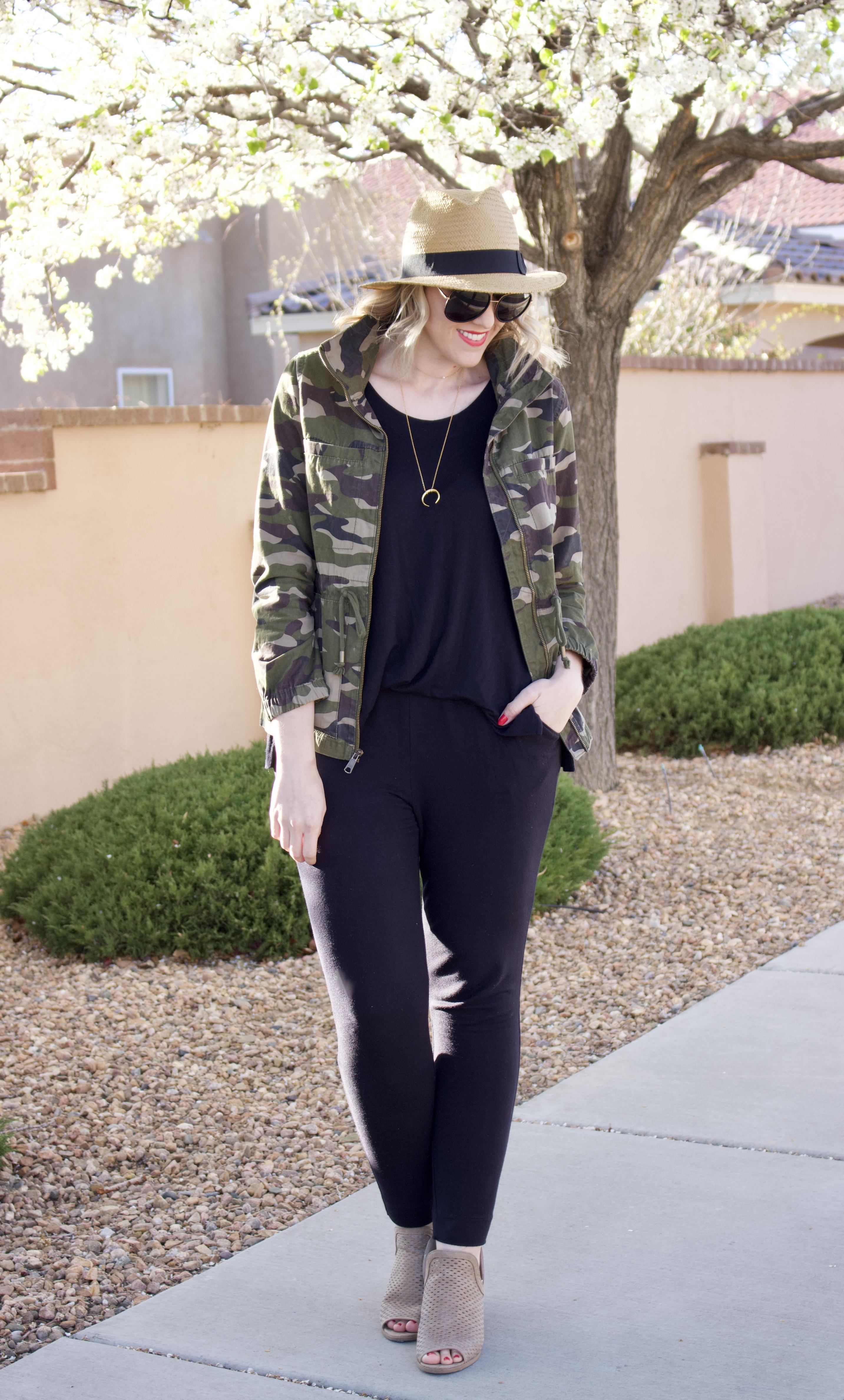 black jumpsuit camo jacket #camojacket #jumpsuit #momstyle