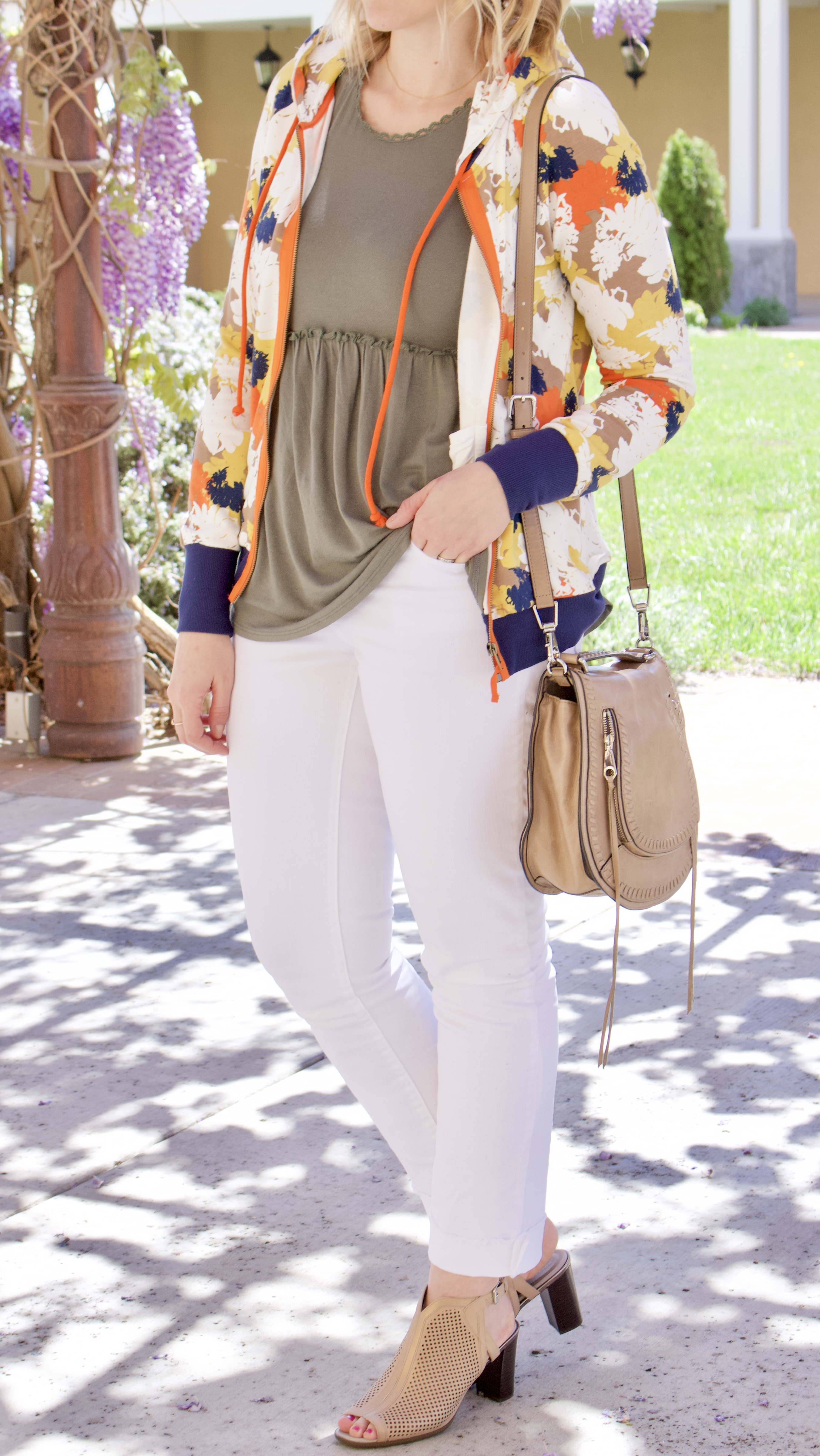the perfect white jeans for spring #loft #whitejeans #curvyfashion