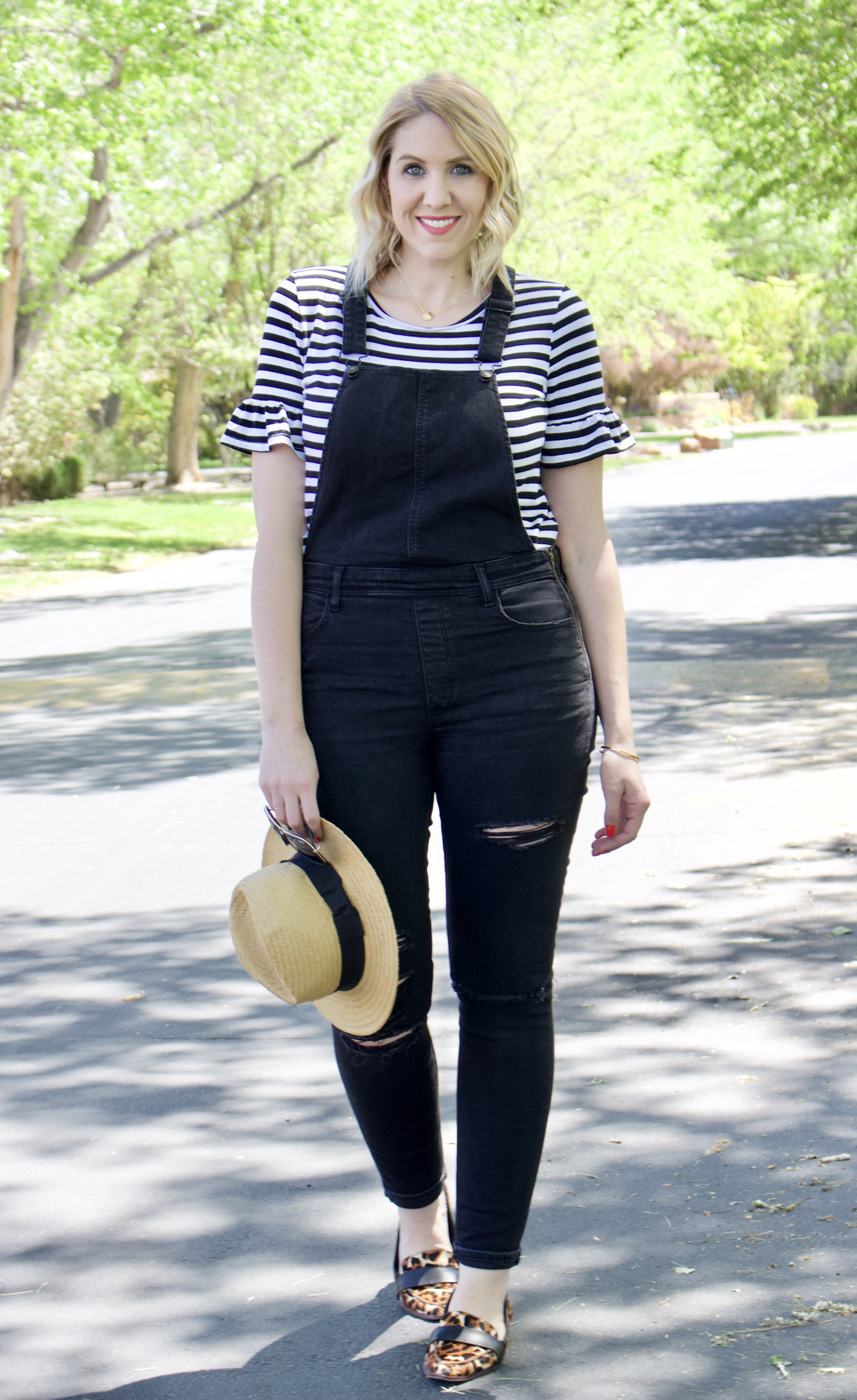 black distressed jegging overalls outfit #overallsoutfit #overalls #solesociety #momstyle