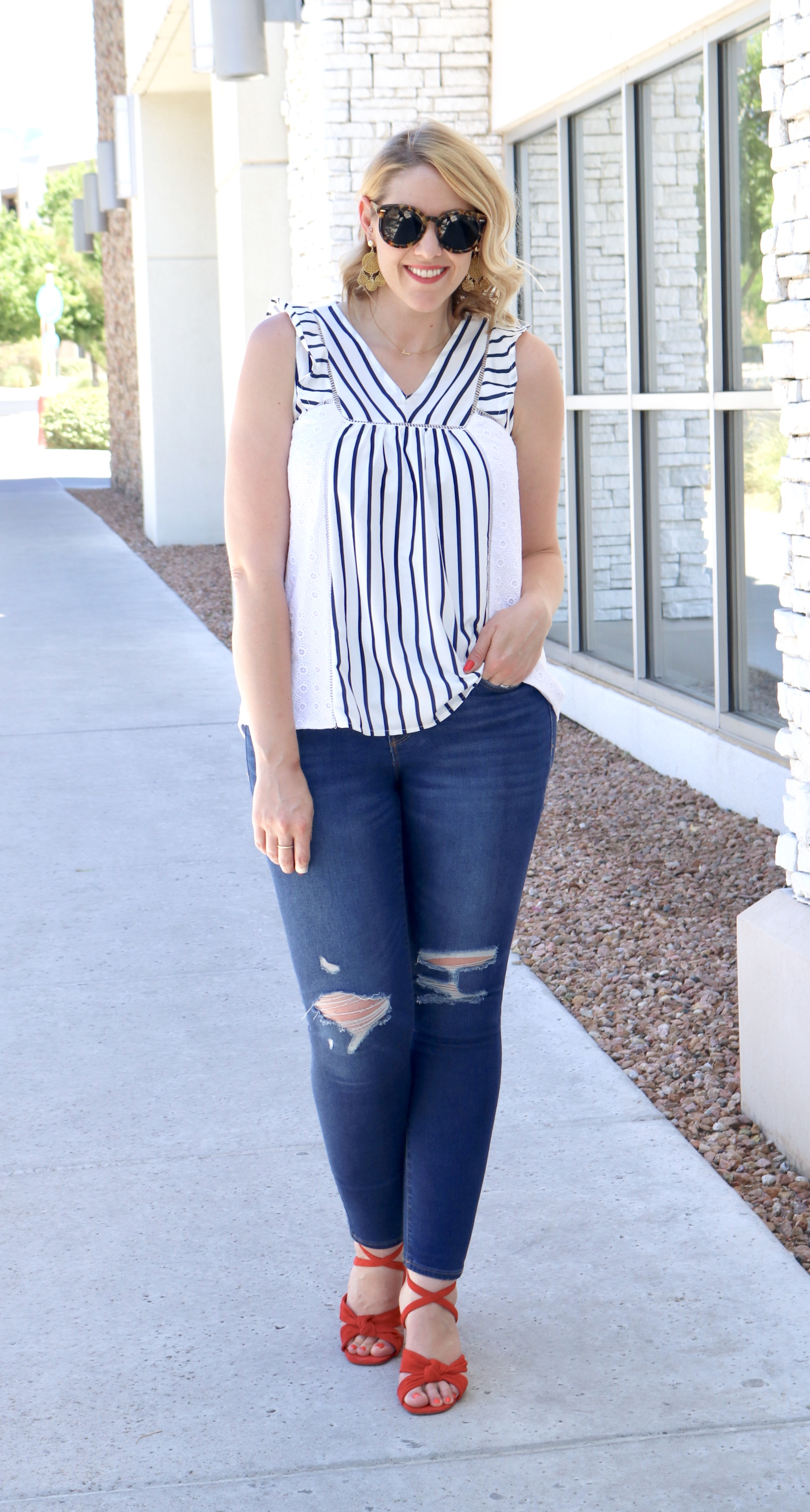 eyelet blouse for 4th of july #holidaystyle #4thofjuly #summerstyle