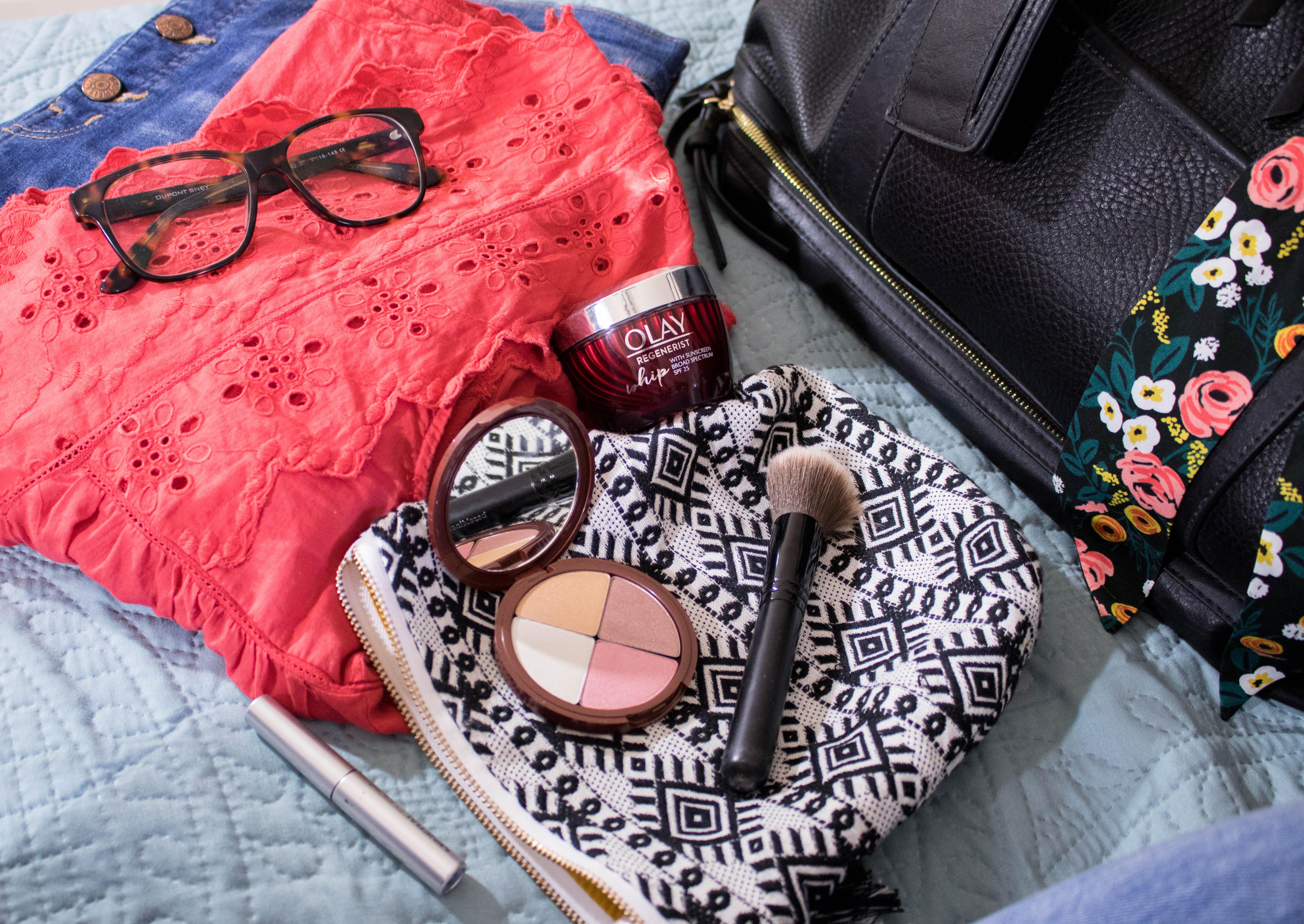 minimize your beauty bag summer travel #beauty #olay #feelthewhip #olaywhips
