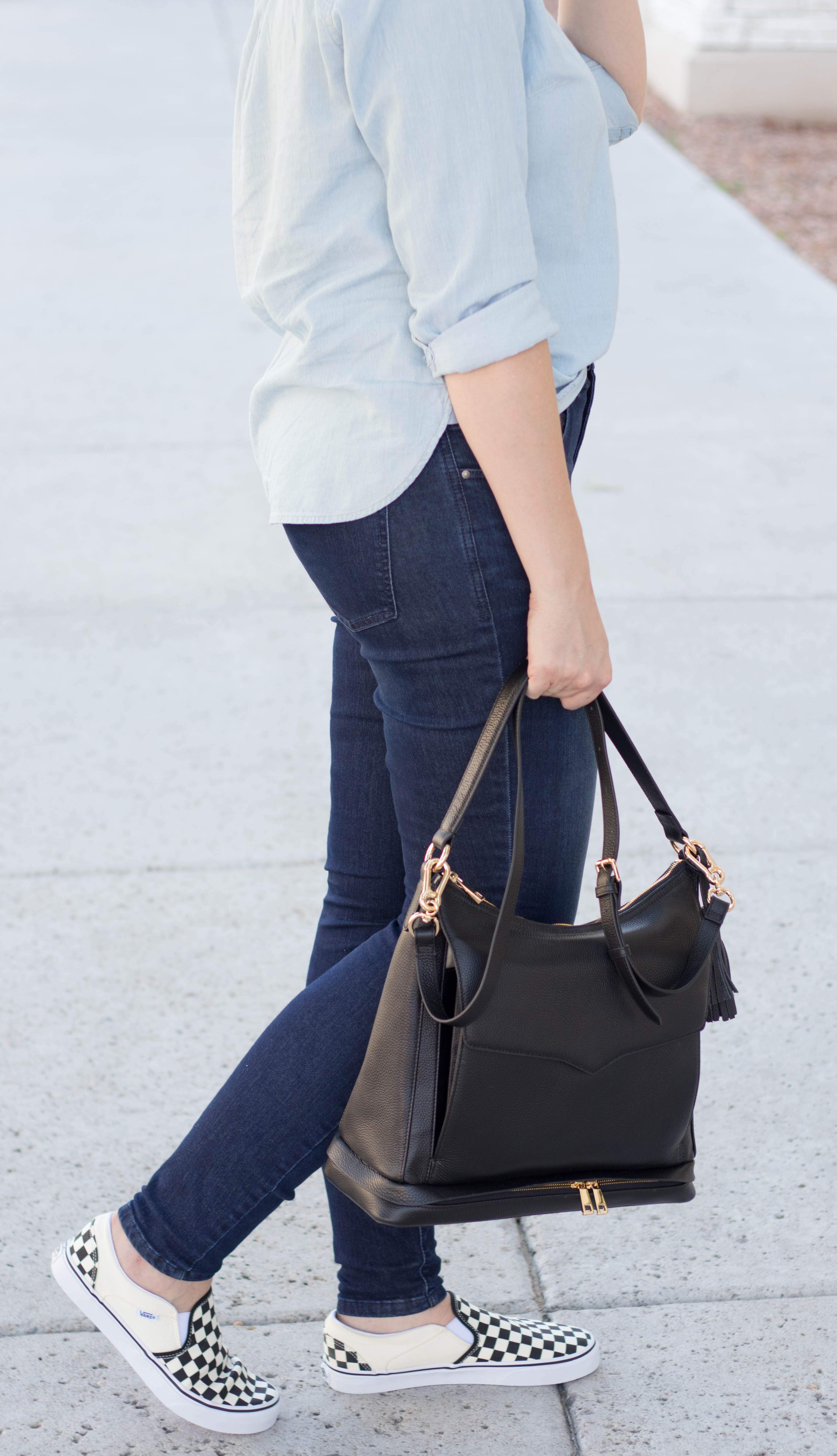 baby joey diaper bag #diaperbag #momstyle #fallstyle #denimoutfit