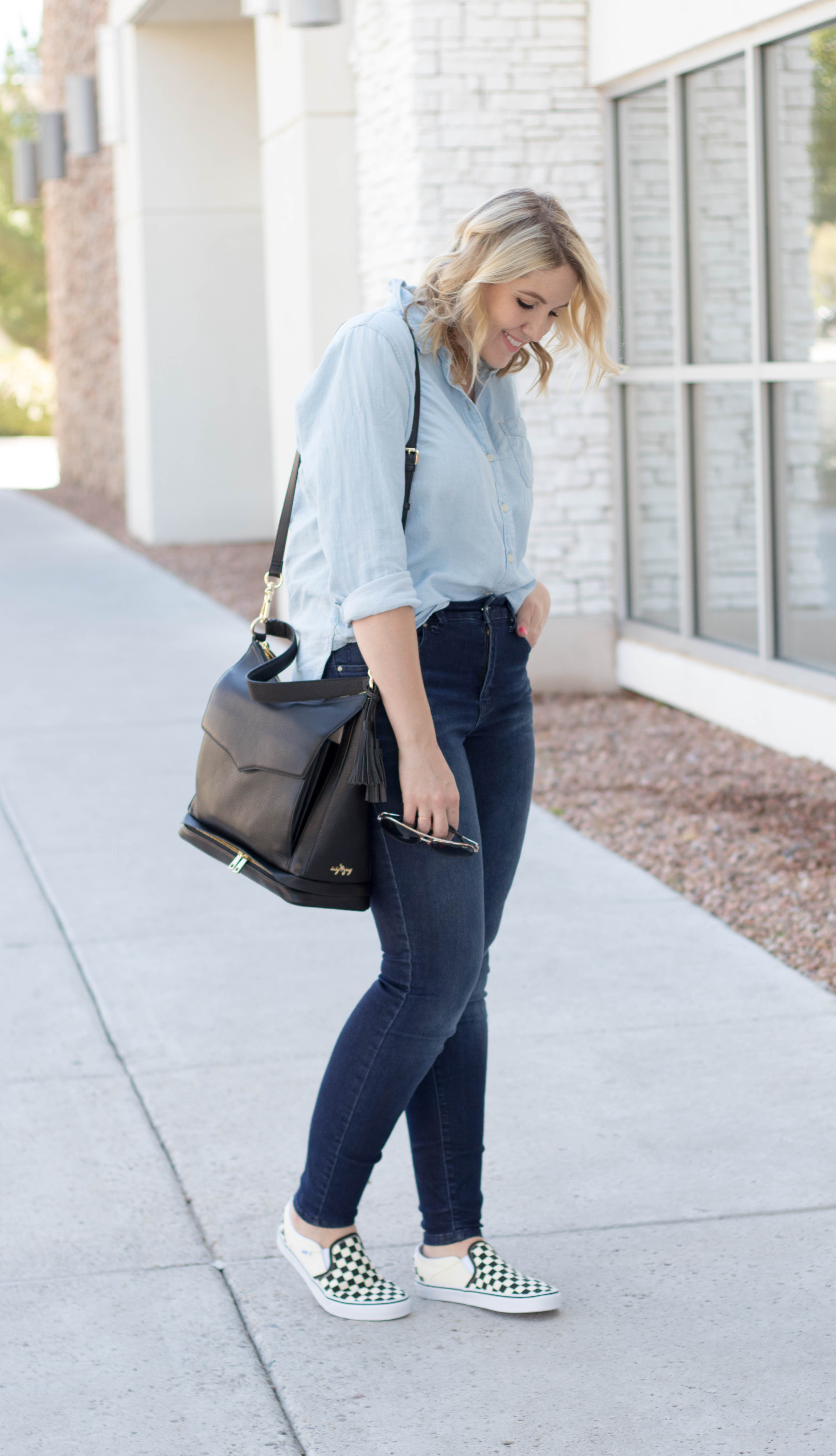 casual mom style outfit #momstyle #styleblogger #chambray #oldnavystyle