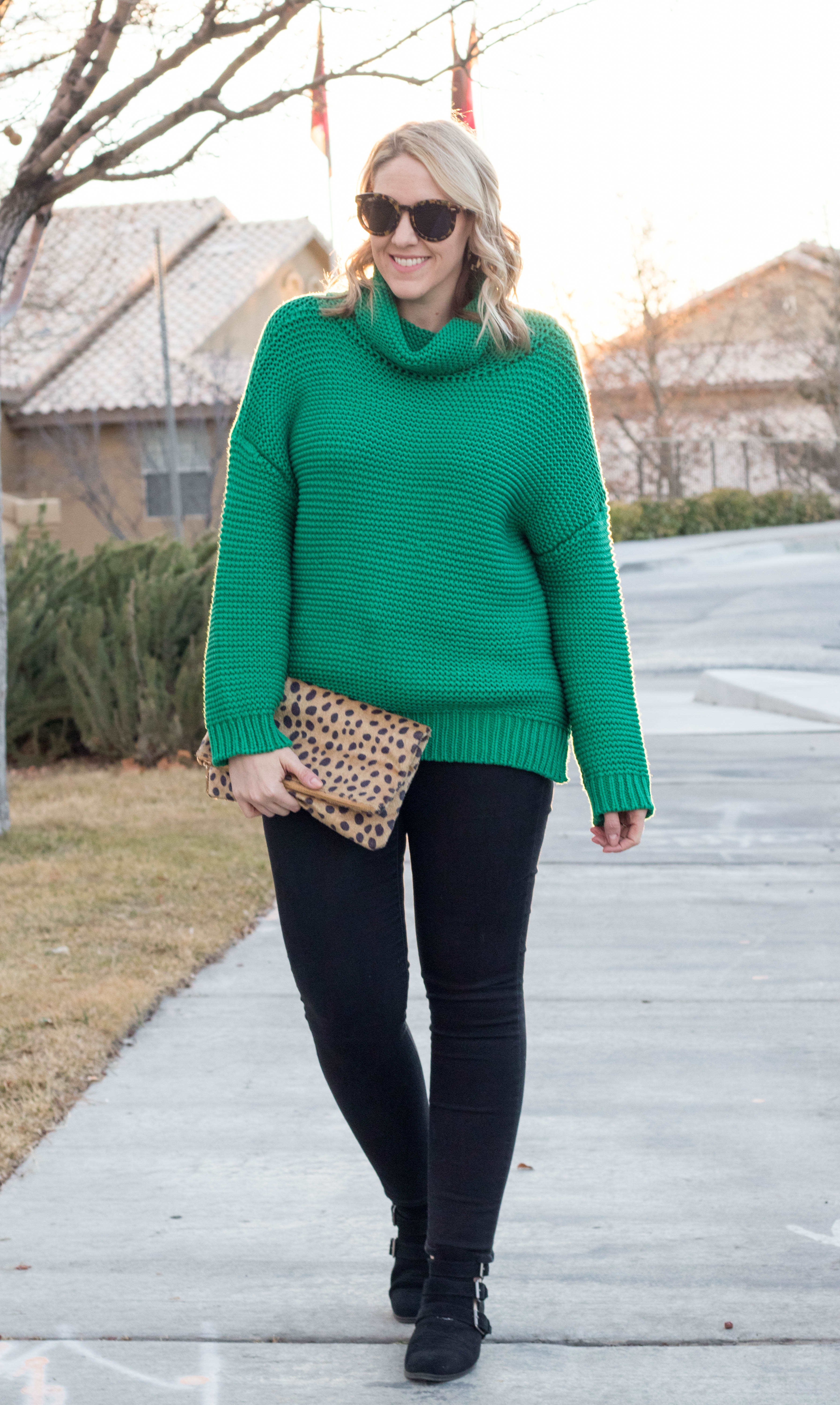 oversized chunky sweater outfit vici #vicidolls #cozysweater #sweateroutfit