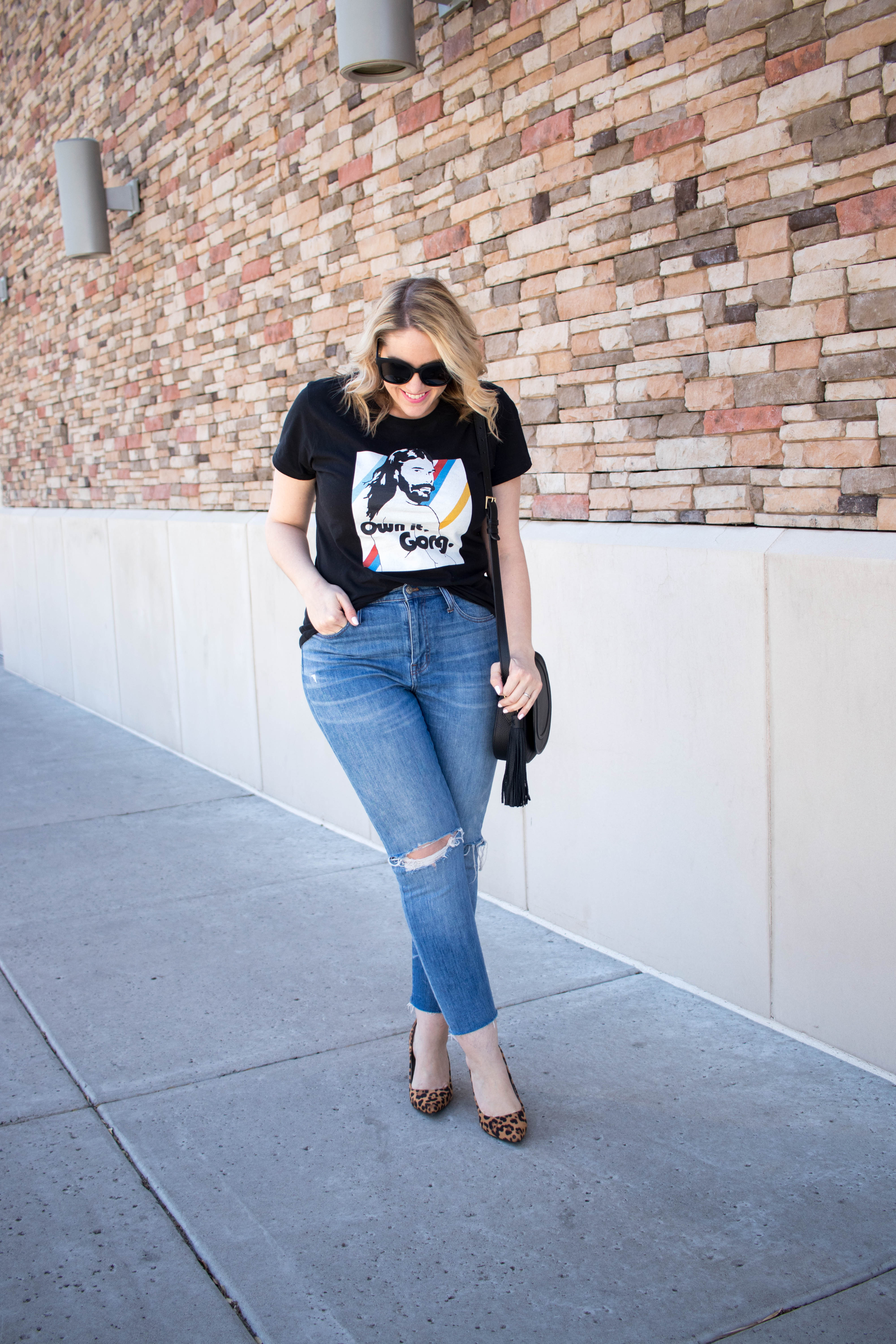 how to style a graphic tee #styleblogger #streetstyle #graphictee