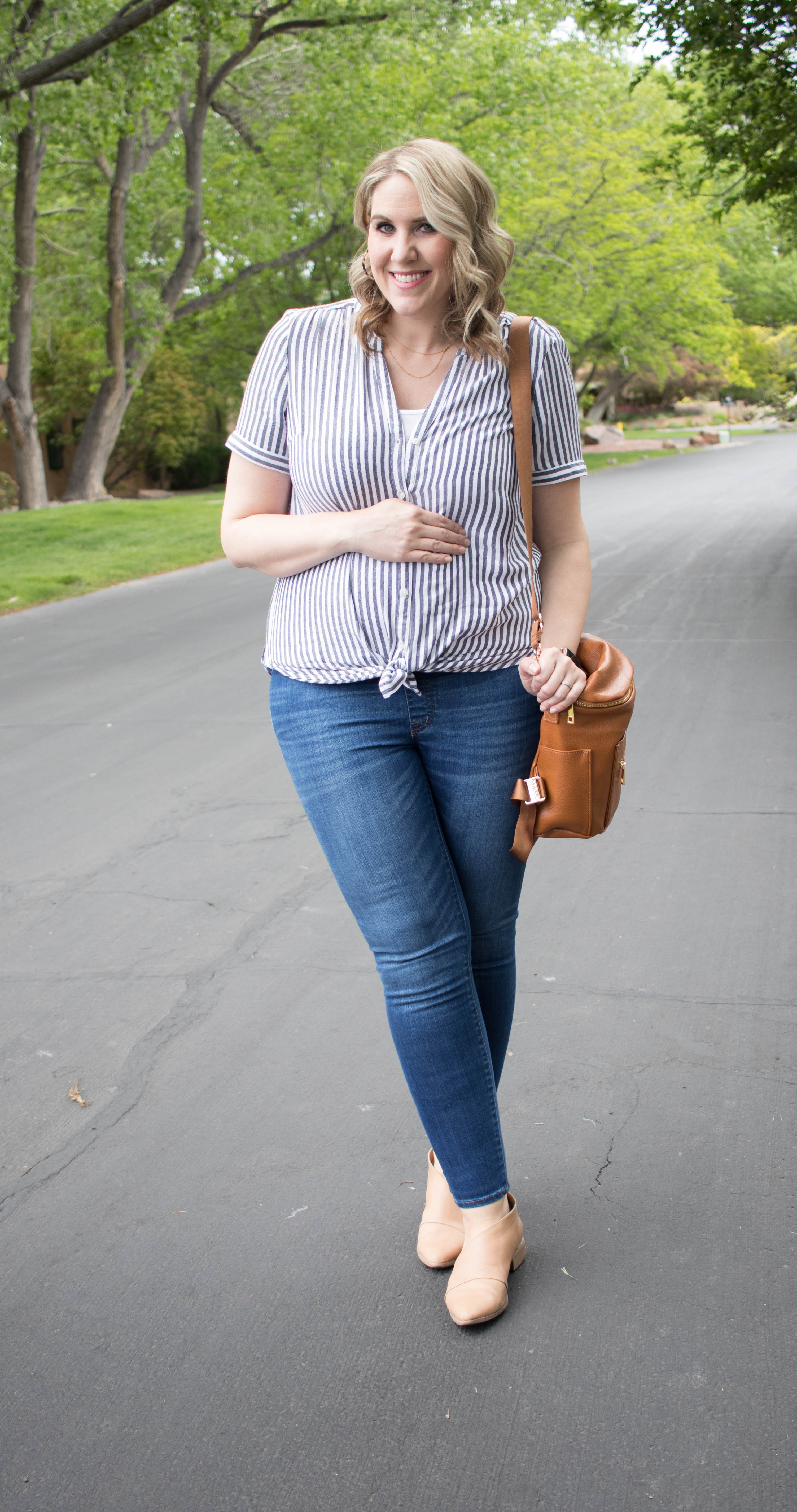 my new favorite maternity jeans #maternityjeans #maternitystyle #fawndesign