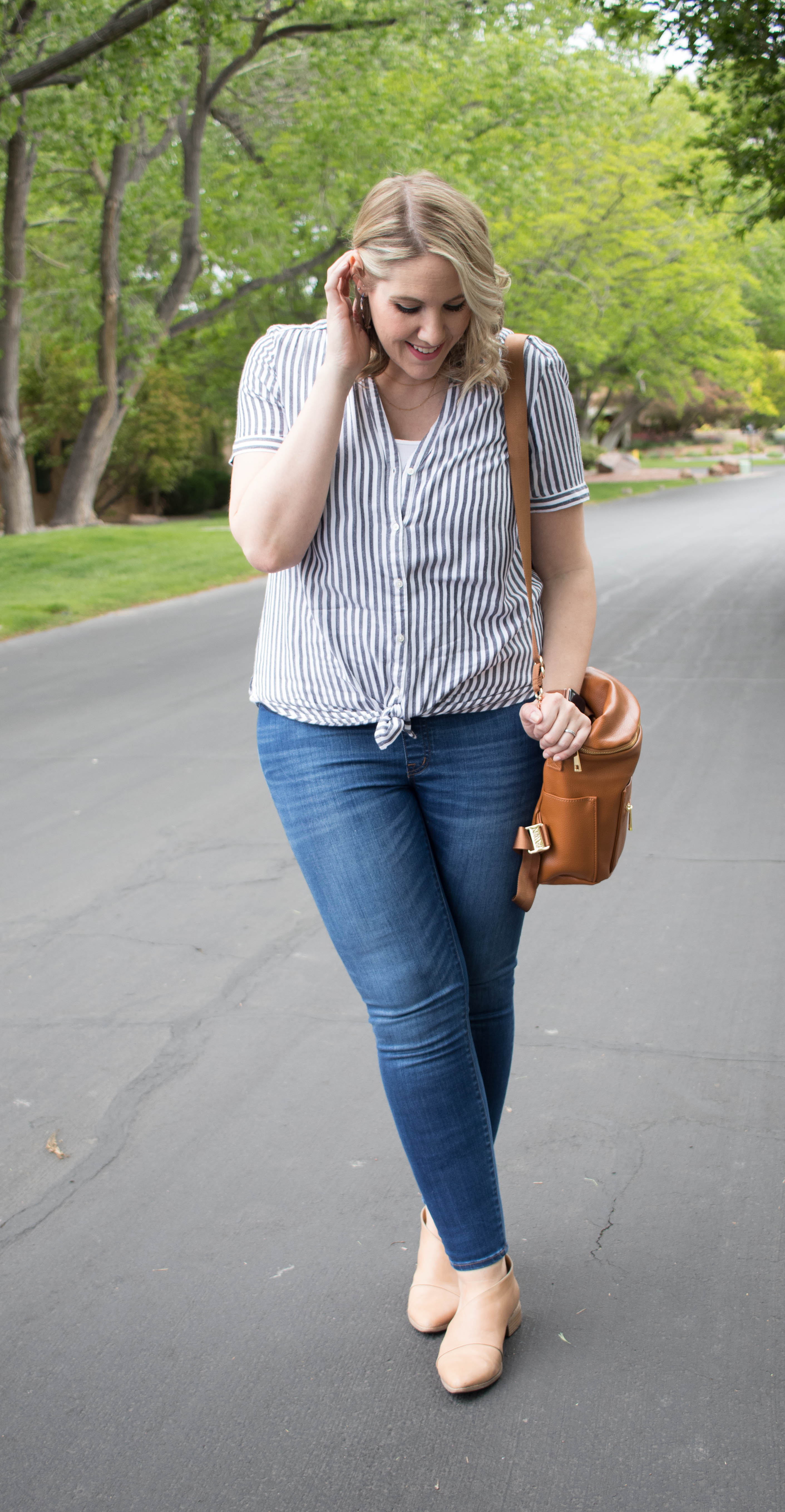 cute madewell maternity jeans #pregnancy #bumpstyle #madewell #fawndesign