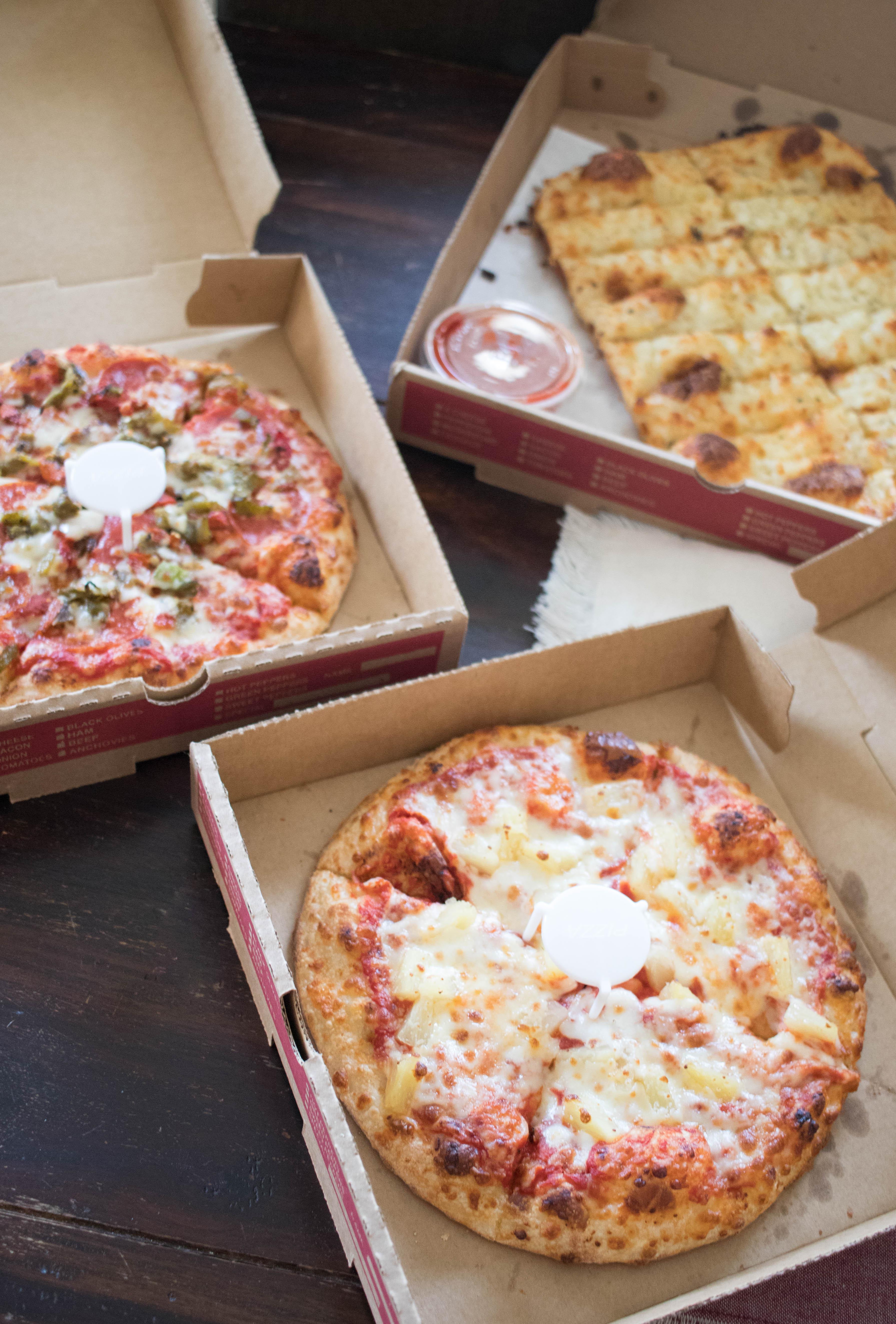 fox's pizza den grubhub #pizza #grubhub #girlsnight