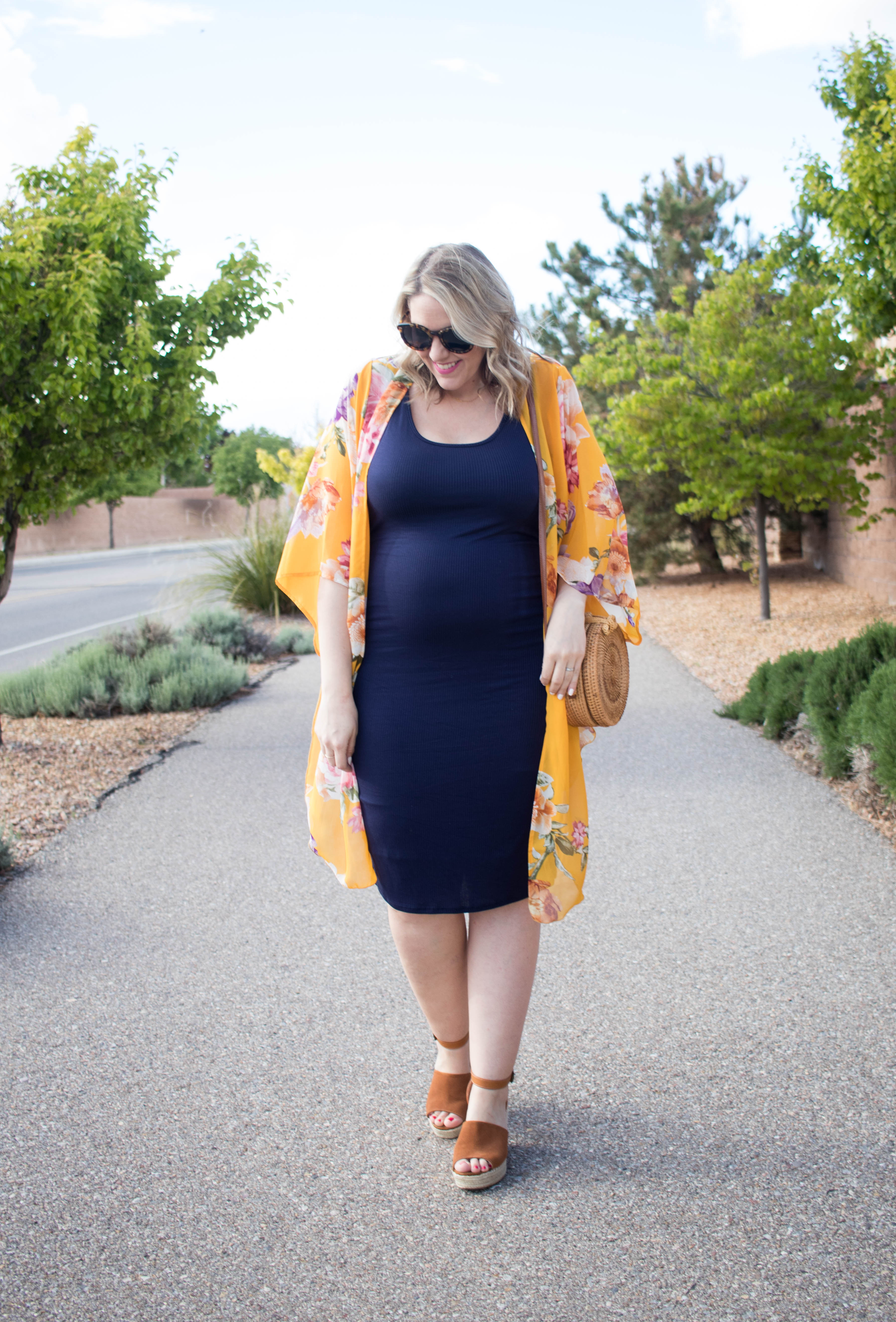 the best maternity dress pink blush #maternitydress #maternityoutfit #pregnancystyle