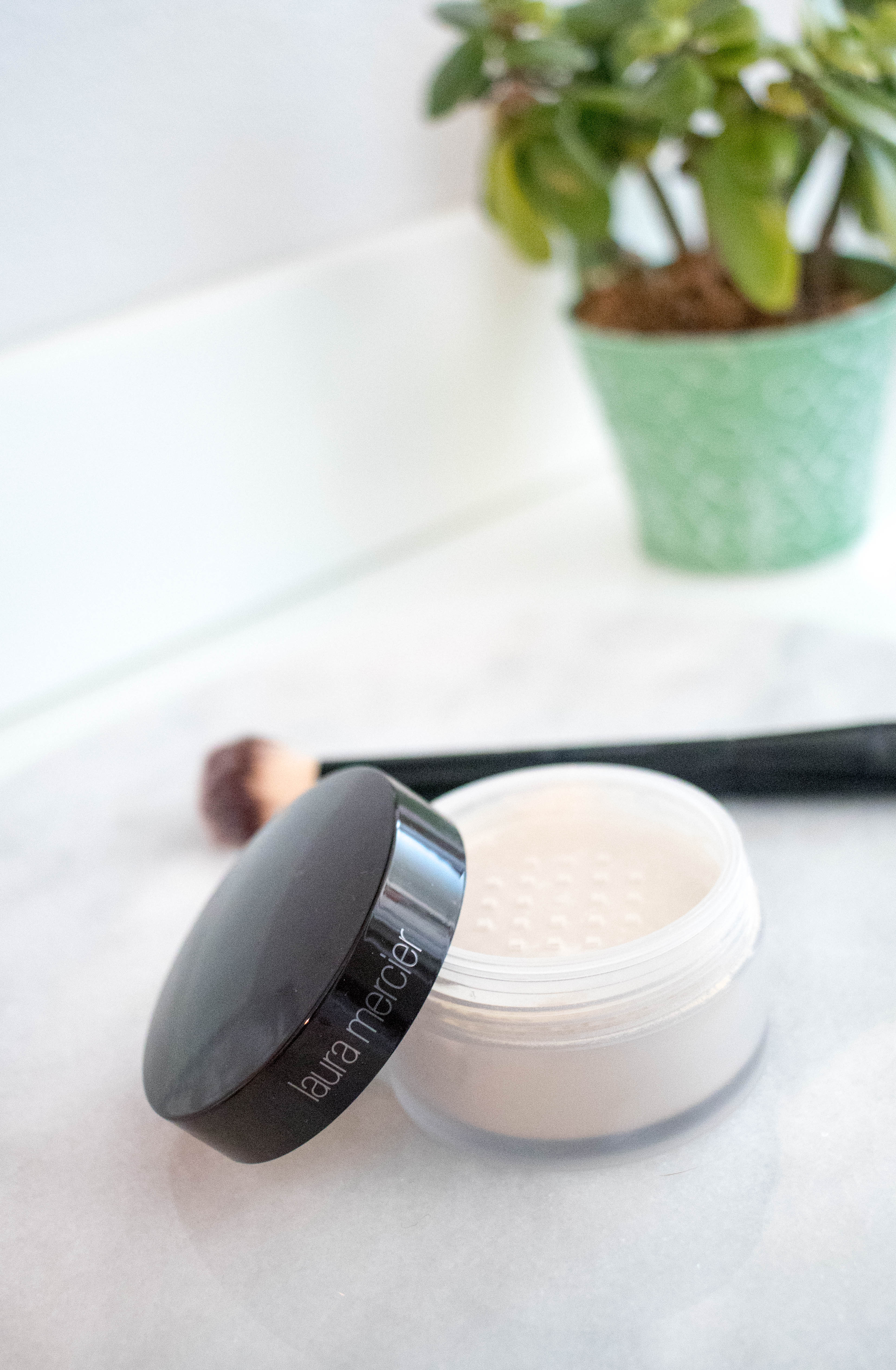 Laura mercier loose setting powder review #makeupreview #makeup #settingpowder