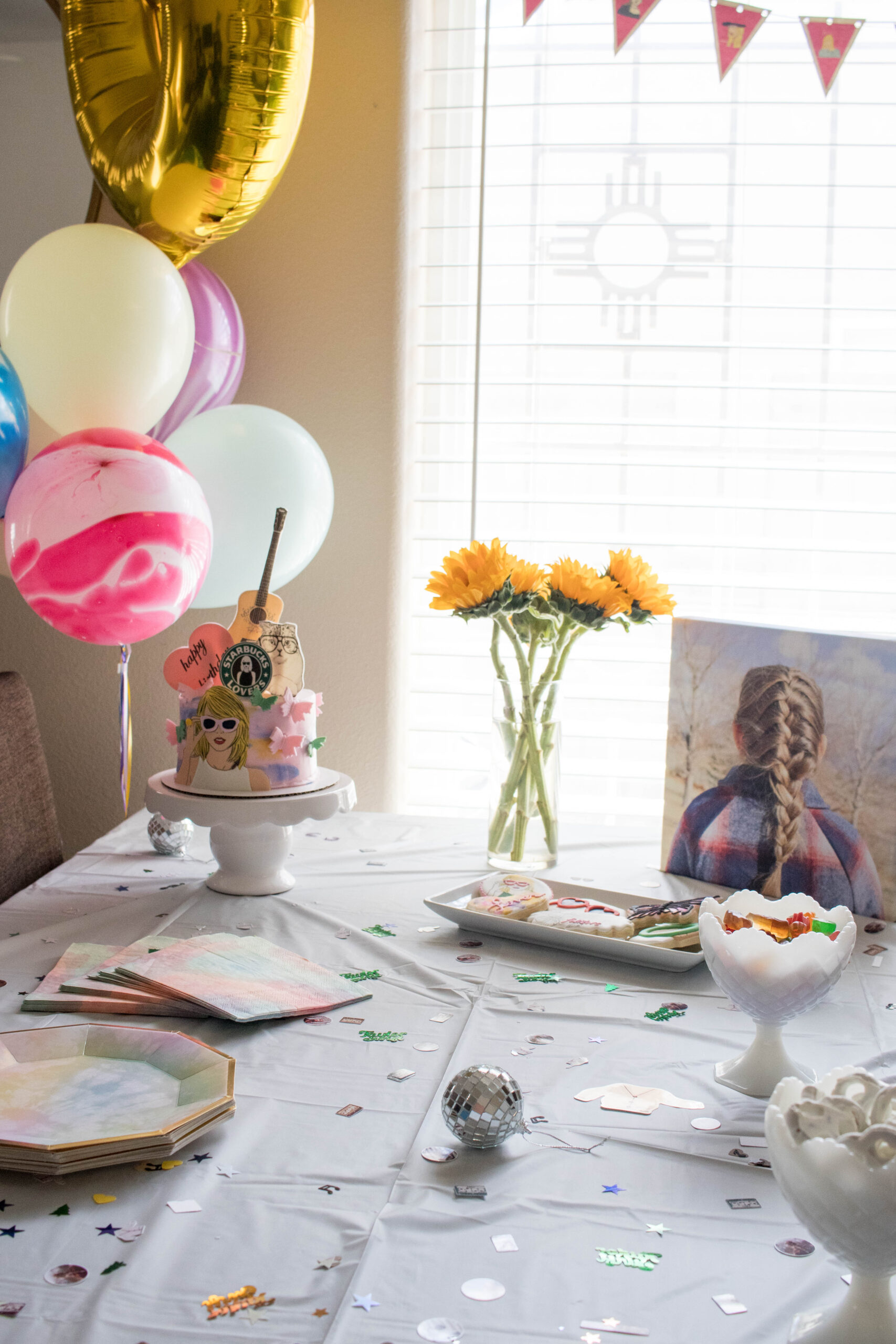 Taylor Swift themed birthday party decor #taylorswiftparty #birthdaypartyideas #girlsbirthdayparty