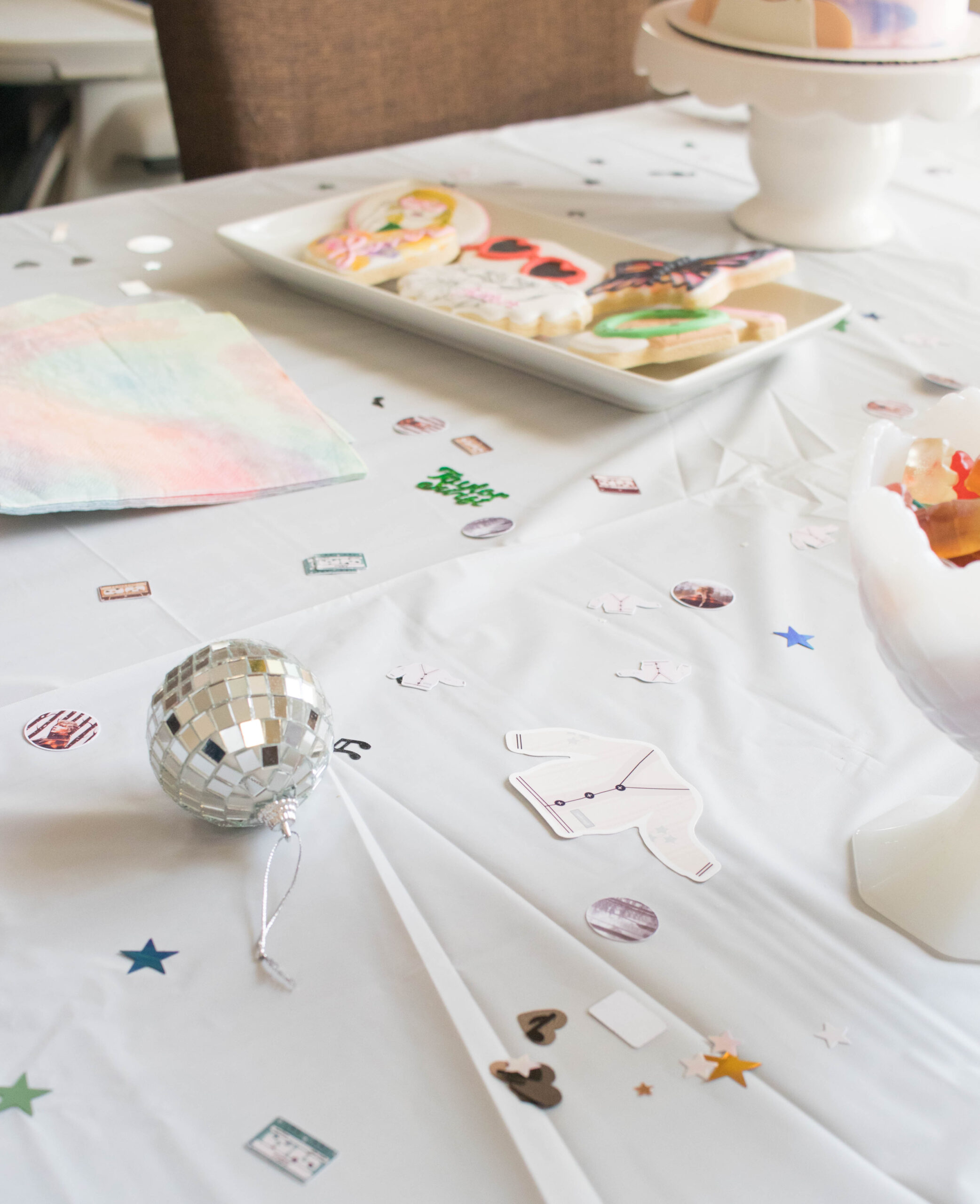 taylor swift confetti for birthday party #taylorswiftbirthday #swiftie #partyideas